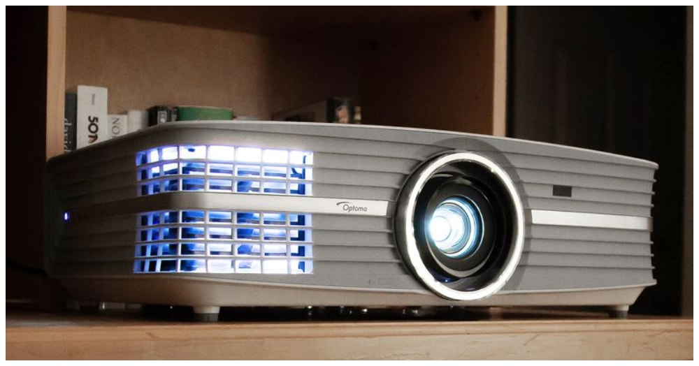 Optoma UHD60 Review (2020): True 4K Gaming Projector!